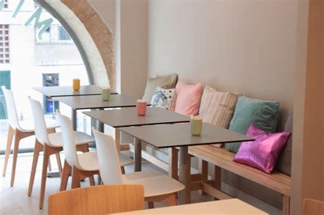 chambre en pin décoration salon de thé design