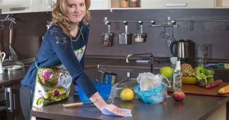 plan de nettoyage cuisine 10 astuces pour nettoyer plan de travail cuisine az