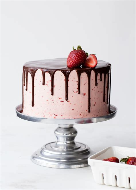 Chocolate Dipped Strawberry Cake   my best tips for drippy cakes ? Style Sweet CA