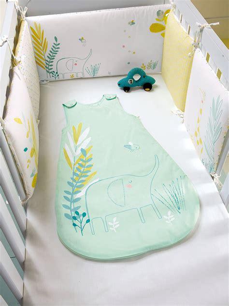 tour de lit bebe pour ou contre chambre bebe et jaune