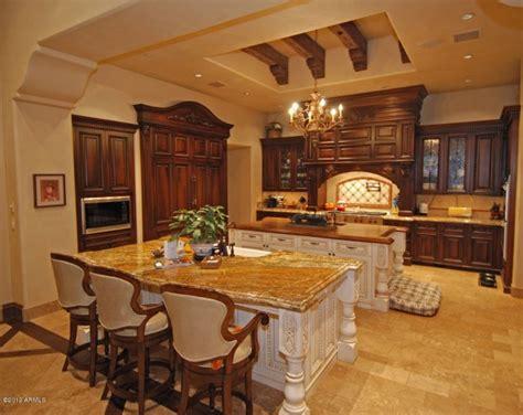luxury kitchen design   draw  attention