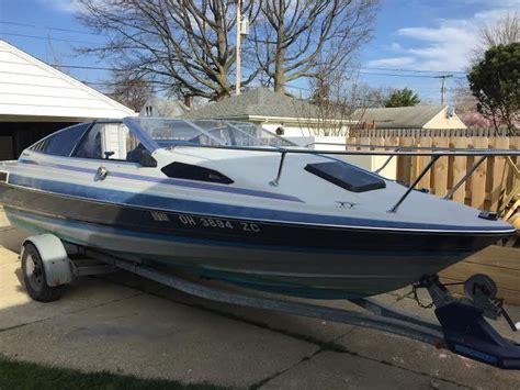 19 Ft Boat by Bayliner Cuddy Cabin 19 Ft V8 1989 For Sale For 4 400