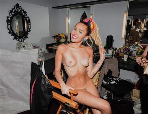 Miley Cyrus Nude Gallery