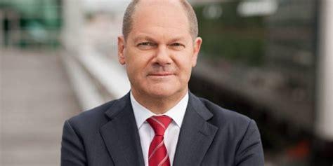 In die kritik geriet scholz 2001 als hamburger innensenator für seinen einsatz zur zwangsweisen verabreichung. German coalition deal: SPD takes Finance Ministry with Olaf Scholz