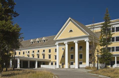 lake yellowstone hotel and cabins yellowstone national park wy file lake yellowstone hotel ynp2 jpg wikimedia commons