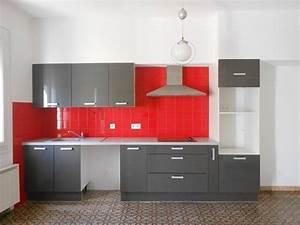 Credence a carrelages rouge vif pour cuisine integree gris for Credence pour cuisine rouge