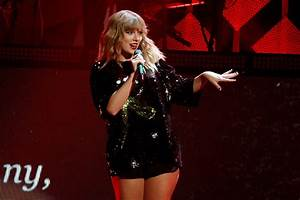 PHOTOS: Taylor Swift Gets in the Christmas Spirit at Z1OO ...