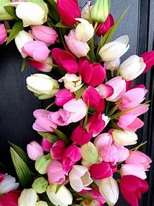 Life Love Larson: DIY Spring Tulip Wreath