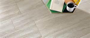 Pavimento in gres porcellanato effetto legno pro e contro
