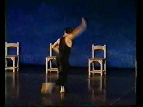 fonction d une chaise david regeffe comédien et danseur professionnel dans quot d 39 une chaise à l 39 autre quot