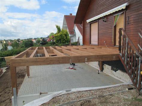 Wie Heimwerker Selbst Eine Terrasse Bauen by Montage Holzterrasse Mit Unterbau Wolff 180 S Blockhaus