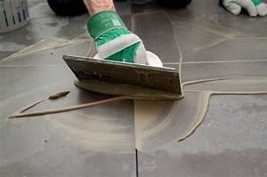 Faire Joint Carrelage Sol : comment faire des joints de carrelage diy family ~ Melissatoandfro.com Idées de Décoration