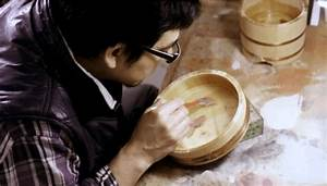Guy Pours Resin Into A Fish Bowl To Create Crazy 3D Illusions