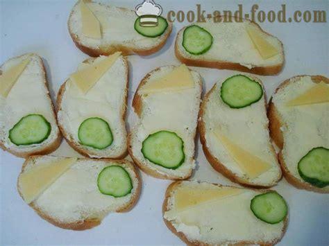 Sviestmaizes ar desu, sieru un gurķi - kā padarīt ...