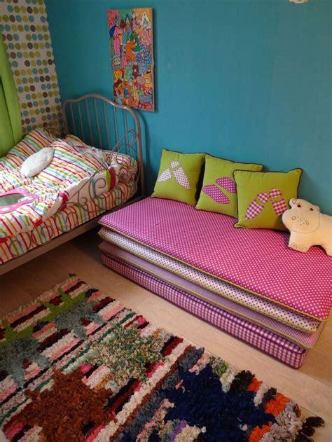 banquette pour chambre 1000 idées sur le thème oreillers de voyage pour enfants