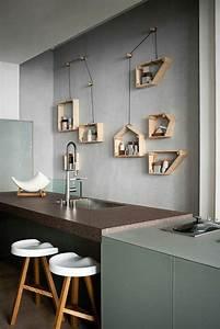 Deco Mur Cuisine : d coration murale avec une tag re insolite mur gris tag re en bois cuisine avec un bar ~ Teatrodelosmanantiales.com Idées de Décoration