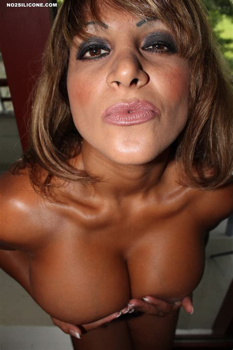 No2silicone Busty Moniq Hot Crazy Tanned Busty MILF Nude Gallery