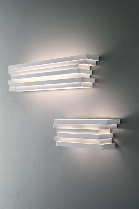 applique murale en aluminium blanc  rectangles superposes