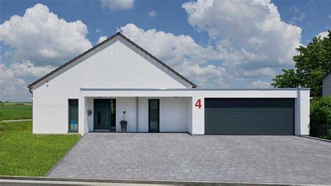 Bungalow Modern Pultdach Mit Garage by Moderner Satteldach Bungalow Stufenloses Wohnvergn 252