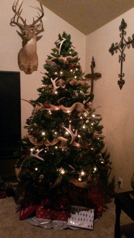 country style christmas tree when the snowflakes