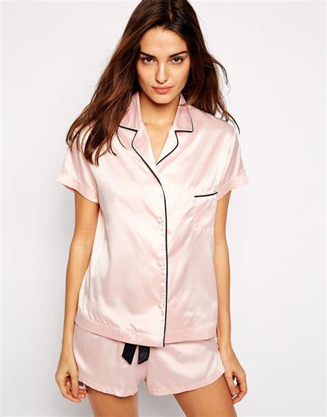 silk pajamas the prettiest robes pjs for brides weddingsonline