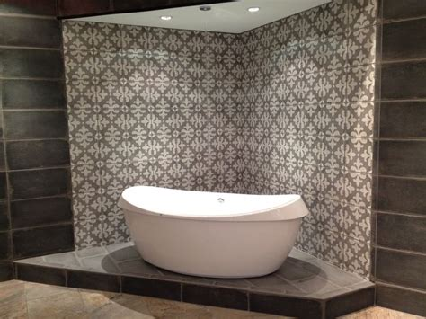 palazzo tile new tub display at our memphis showroom surrounded with stonepeak palazzo castle graphite 12x24