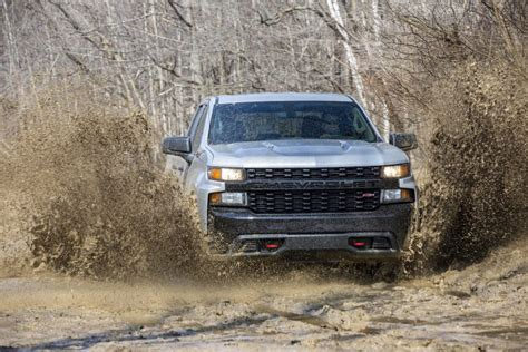 chevrolet unveils silverado  trucks  engine options