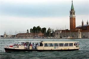 Il Vaporetto Di Venezia