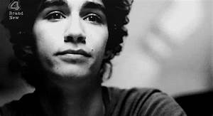 Fc Robert Sheehan GIFs - Find & Share on GIPHY