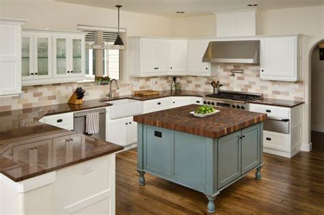 what color granite with white cabinets and wood