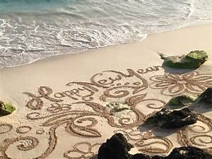 "Beach Art Offers Message Of ""Happy New Year"" - Bernews ..."