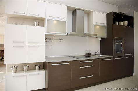 brown and white kitchen designs best 32 images brown and white kitchen design 7962