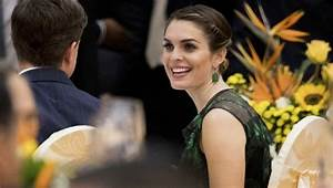White House Communications Director Hope Hicks to Leave ...