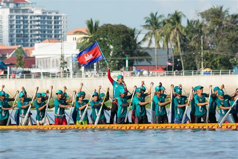 Dragon Boat Racing by Cambodia S Dragon Boat Races The Diplomat