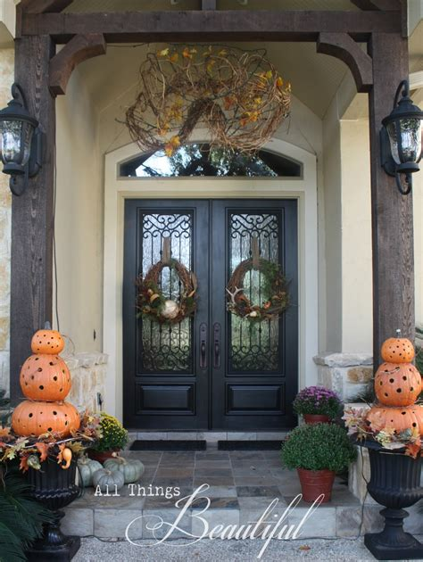 beautiful fall wreath porch decor