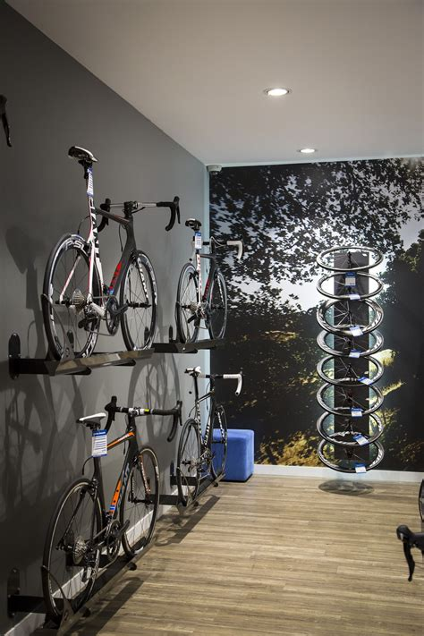 Cavernous Cool Interior by The 550sqm Store Was Cavernous And Presented The Team With