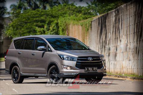 Toyota Venturer Photo by Toyota Kijang Innova Venturer Practicality Meets