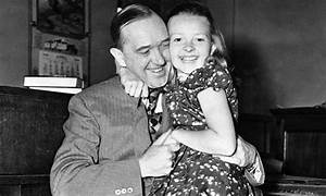 Daughter of comedian Stan Laurel dies aged 89   Daily Mail ...