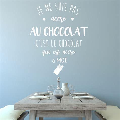 je ne suis pas au bureau sticker citation je ne suis pas accro au chocolat