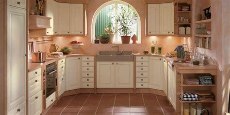 meuble cuisine blanc cuisine avec façades moulurées revêtues de polymère photo