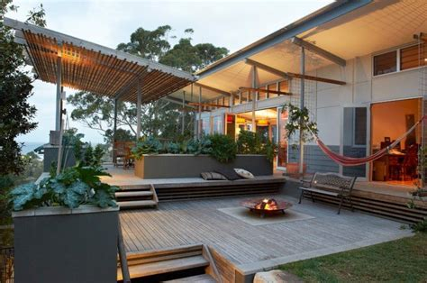 am 233 nagement terrasse en bois avec foyer ext 233 rieur hamac bancs encastr 233 s et verdure terrasse