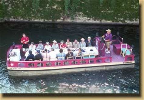 San Antonio River Boat Dinner by Mexican Manhattan Restaurant Dinner Cruise