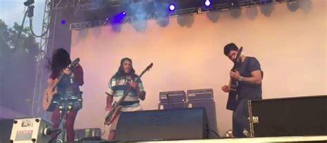 Robert Trujillo Sube Al Escenario Con Rodrigo Y Gabriela
