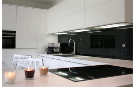 portes de cuisine sur mesure modèle québec en laque blanche brillante cuisines design