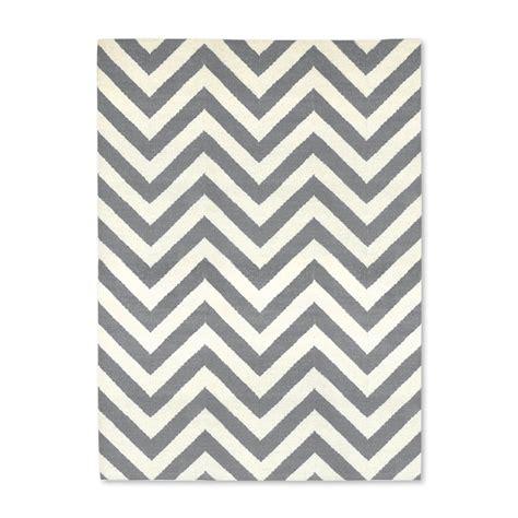 meilleur siege de bureau acheter jonathan adler tapis motif chevrons gris