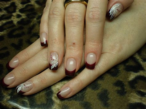 french rot mit fineliner nail art blaetter planet nails
