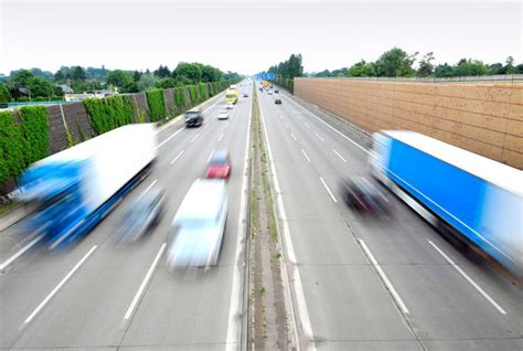 Aufreger Im Strassenverkehr Umfrage by Umfrage 71 Prozent Halten Raserei F 252 R Gro 223 Es Problem