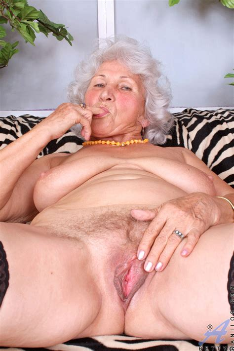 Betty Horny Grandma Gallery Hqseek