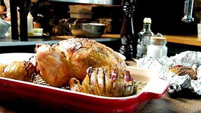 cuisiner poulet entier poulet entier rôti beurre de chignons pommes de terre