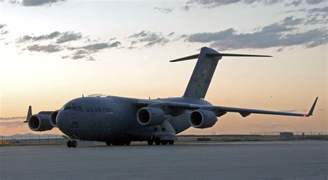 File:C-17 Globemaster III at Salt Lake City International ...